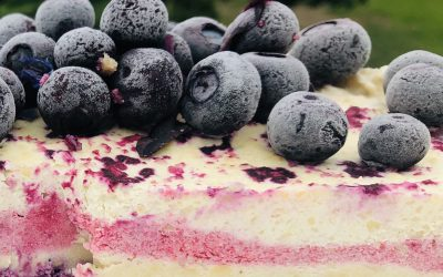 Raw white chocolate and berry cheesecake